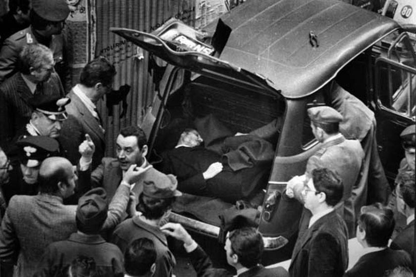 Il-cadavere-di-Aldo-Moro-ritrovato-in-via-Caetani-a-Roma-9-maggio-1978-_7