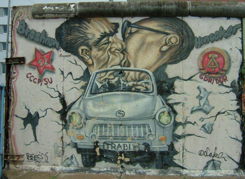Brezhnev_and_Honecker_kiss